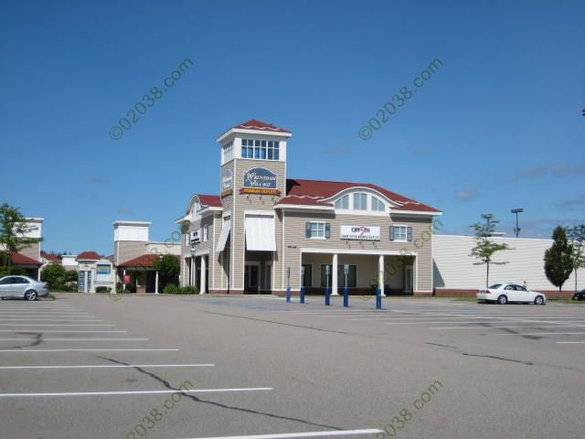 wrentham-premium-outlets-view2.jpg