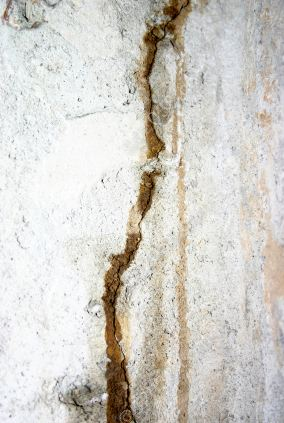 leaky foundation crack